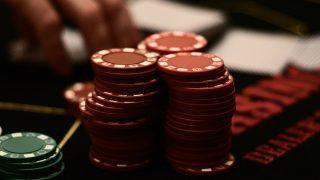 民進党がギャンブル依存症防止に向け法案の原案まとめ、競馬場などへの未成年者の入場制限へ