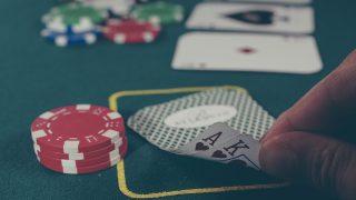カジノ法案可決、ギャンブル依存症対策に入場回数を制限。競馬も対策強化へ